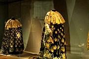 На выставке можно увидеть костюмы, которые носили при королевском дворе. // fastesdecour.chateauversailles.fr