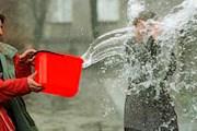 Полиция не позволит поливать водой прохожих. // blogspot.com