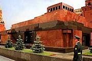 Мавзолей открывается для посетителей. // memoryarchive.org