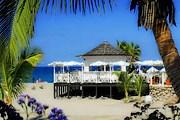 Пляжные бары - давняя традиция Испании. // bahia-duque.com