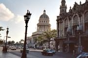 Все больше туристов едет на Кубу, чтобы увидеть ее пляжи и памятники. // GettyImages