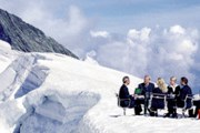 Деловая встреча может проходить даже на леднике. // Switzerland Tourism