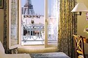 Из окон отеля открывается вид на Эйфелеву башню. // parisinfo.com