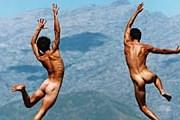 Запрет на «голые ванны» на горе Юпин снят. // Philip Lee Harvey
