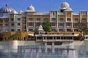 Отель Leela Udaipur расположен на берегу озера. // theleela.com