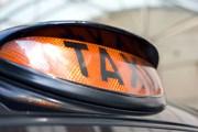 Туристы нередко жалуются на мошенничество рижских таксистов. // GettyImages