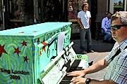 На фортепиано может сыграть любой желающий. // streetpianos.com
