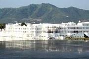 Taj Lake Palace расположен в центре озера. // MIGnews.com
