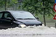 "Вода затопила дома и дороги. // РИА ""Новости""/REUTERS/Heinz-Peter Bader"