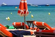Количество лежаков на пляже Pampelonne будет уменьшено. // taxi-bateau.com