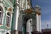 Сейчас Эрмитаж – ярко-зеленый. // 5-tv.ru