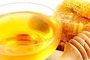 На ярмарке можно попробовать разнообразные сорта меда. // shkolazhizni.ru