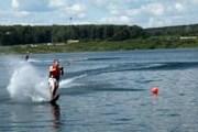 Водными видами спорта можно заниматься, не покидая территории отеля. // ramadayekaterinburg.com