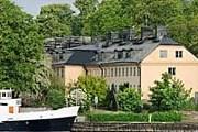 Отель Skeppsholmen расположен на острове. // Max Plunger