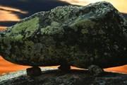 На вершине горы находится более 1000 камней, уложенных необычным образом. // TerraKarelia.Ru