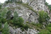 Тавдинские пещеры расположены на левом берегу Катуни. // altai-tourist.ru