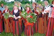 Языческий праздник летнего солнцестояния Лиго отмечается в Латвии как государственный. // pedvale.lv
