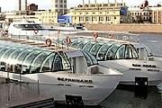 """В настоящее время по Москве-реке курсируют две яхты. // РИА """"Новости"""