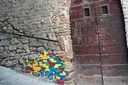 Художник обращает внимание властей на рушащиеся памятники. // Mignews.com