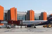 """Самолет """"Аэрофлота"""" на фоне терминала  Е // svo.aero"""