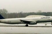 Самолет авиакомпании Lufthansa в аэропорту Берлина // Travel.ru