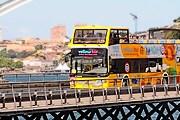 Обладатели билета могут воспользоваться услугами экскурсионного автобуса. // portosightseeingyellowtours.pt