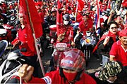 """""""Оппозиционеры-краснорубашечники"""" на улицах Бангкока. // Reuters"""