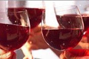 Вино, принесенное с собой, не должно быть дешевым. // byobs.com