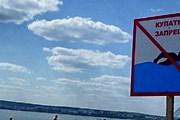 На некоторых пляжах Крыма нельзя купаться. // izvestiaur.ru