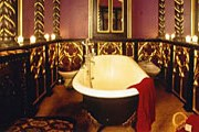 Ванная в эдинбургском отеле Witchery by the Castle // independent.co.uk