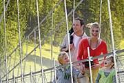 С моста открываются живописные виды. // sattel-hochstuckli.ch