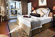 Спальня в Hotel Plaza Athenee New York // plaza-athenee.com