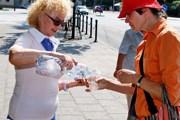 Питьевую воду раздают по всему Вильнюсу. // DELFI.lt