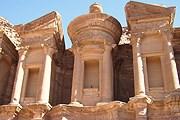 Петра - выдающийся памятник Иордании. // Travel.ru