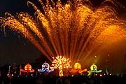 Гостей фестиваля ждут красочные шоу. // festivaldosoceanos.com