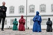 Скульптуры заполонили площадь. // ottmarhoerl.de
