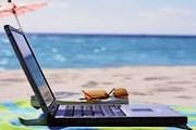 Отели Крыма предлагают воспользоваться интернетом даже на пляже. // miamibeach411.com