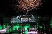 Гости праздника увидят лазерное и пиротехническое шоу. // peterhofmuseum.ru