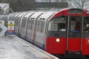 Поезд лондонского метро на одной из окраинных станций // Travel.ru