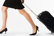Женщины более практично подходят к упаковке багажа. // Tom Grill