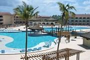 На территории отеля будет пять бассейнов. // fiestahotelgroup.com