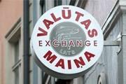 Пункты обмена валют расположены по всему городу. // concordia.lv