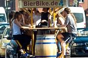 Пивные велосипеды нередко становились причиной пробок на дорогах. // Klaus-Dietmar Gabbert