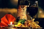 Итальянские бары и рестораны предлагают продегустировать молодое вино. // flickr.com