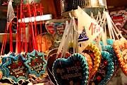 На ярмарке можно приобрести сувениры и сладости. // flickr.com / Klearchos Kapoutsis