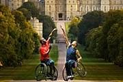 Паралимпийцы на фоне Виндзорского замка // dailymail.co.uk
