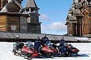 Сафари на снегоходах – традиционный вид зимнего отдыха в Карелии. // adrenalinetour.ru
