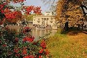 Парк Лазенки - одна из самых популярных достопримечательностей Варшавы. // railsnw.com
