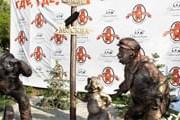 """Авторы памятника - Мурат Мансуров и Викентий Комков. // РИА """"Новости"""""""