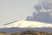 Вулкан продолжает создавать проблемы авиапассажирам. // eldgos.mila.is